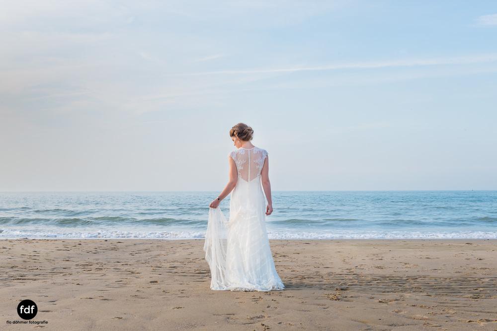 Braut-Meer-Hochzeit-Brautkleid-Shooting-Cadzand (700 von 7).JPG