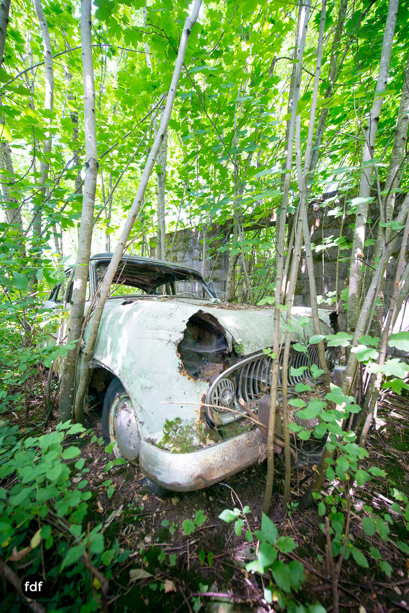 Garage Poussette-Oldtimer-Lost-Place-Frankreich-5.JPG