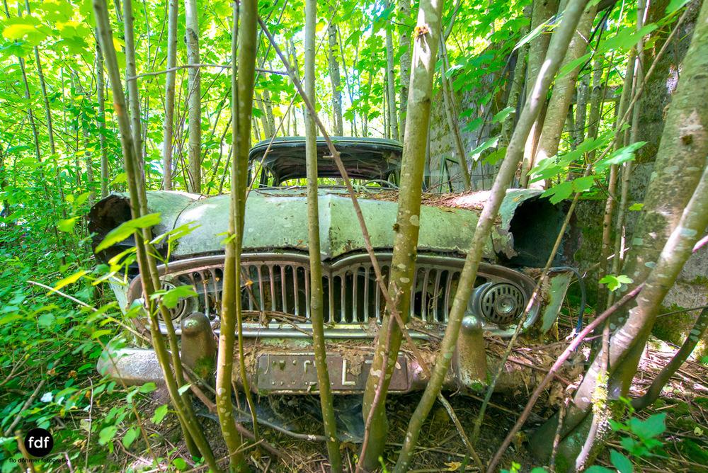Garage Poussette-Oldtimer-Lost-Place-Frankreich-4.JPG
