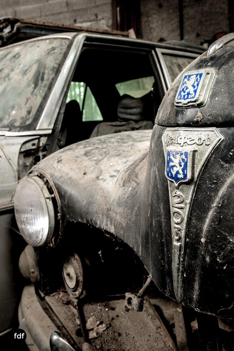 Garage Poussette-Oldtimer-Lost-Place-Frankreich-107.JPG