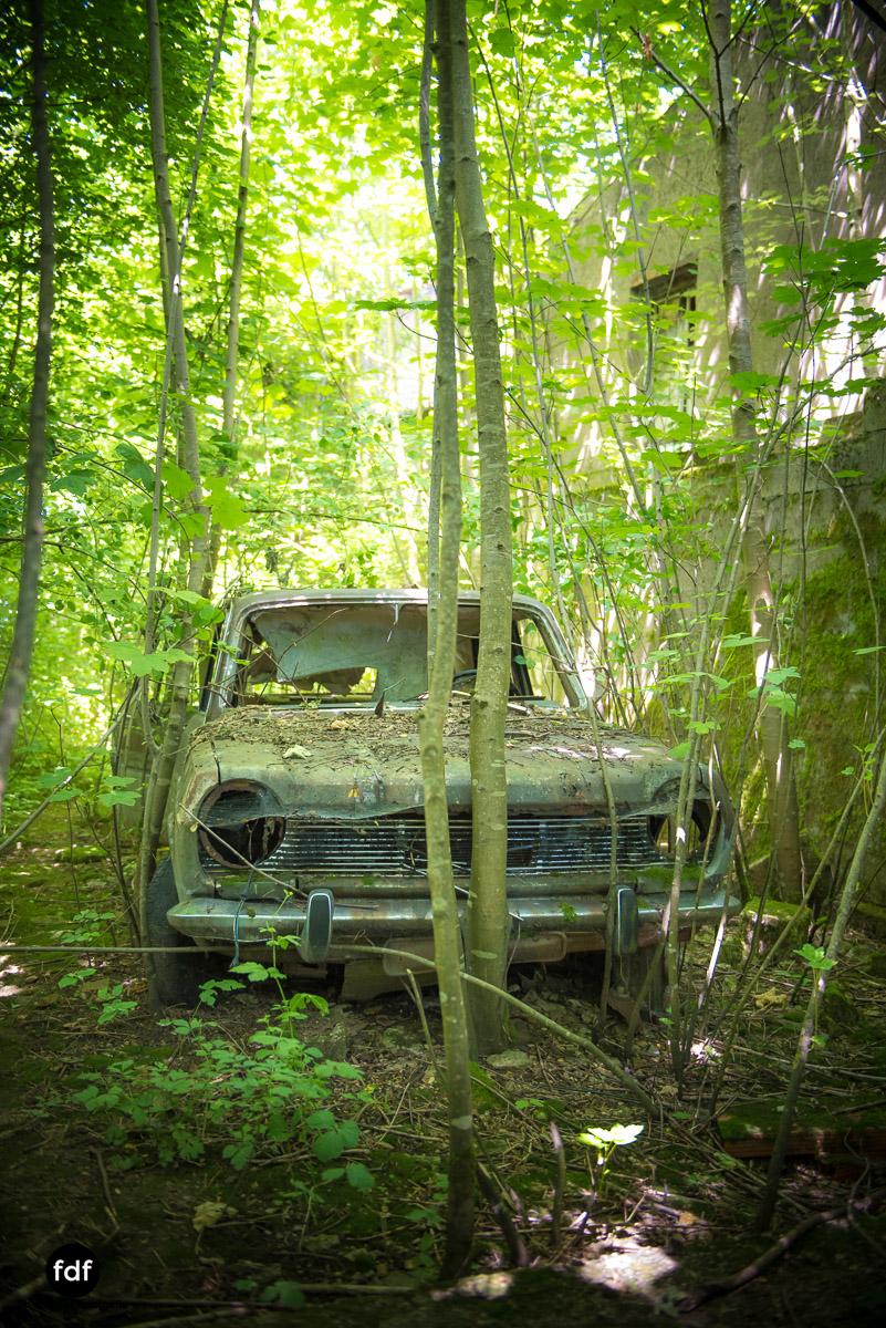 Garage Poussette-Oldtimer-Lost-Place-Frankreich-190.JPG