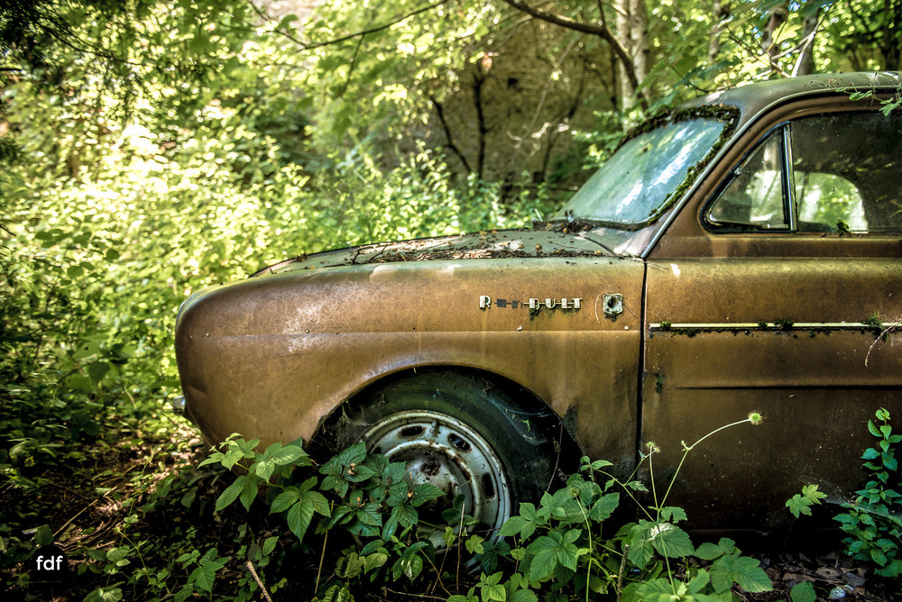 Garage Poussette-Oldtimer-Lost-Place-Frankreich-195.JPG