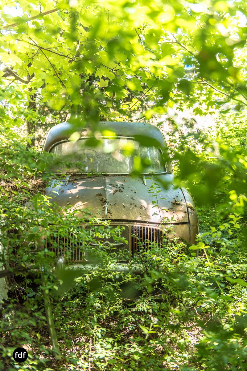 Garage Poussette-Oldtimer-Lost-Place-Frankreich-203.JPG