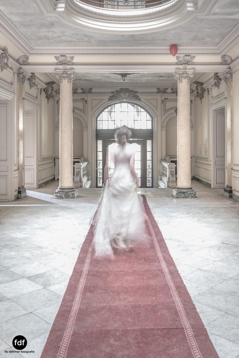 Chateau-Lumiere-Braut-Lost-Place-Urbex-Frankreich-105.JPG
