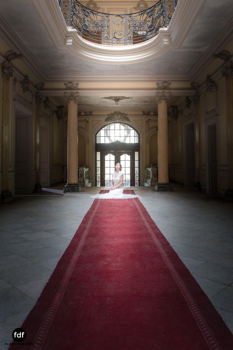 Chateau-Lumiere-Braut-Lost-Place-Urbex-Frankreich-130.JPG