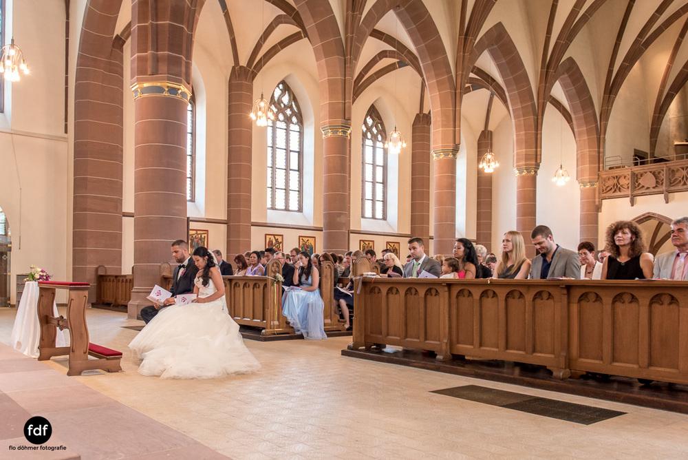 Hochzeit-S&J-Der-Tag-Kirche-Brautkleid-Wedding-6.JPG