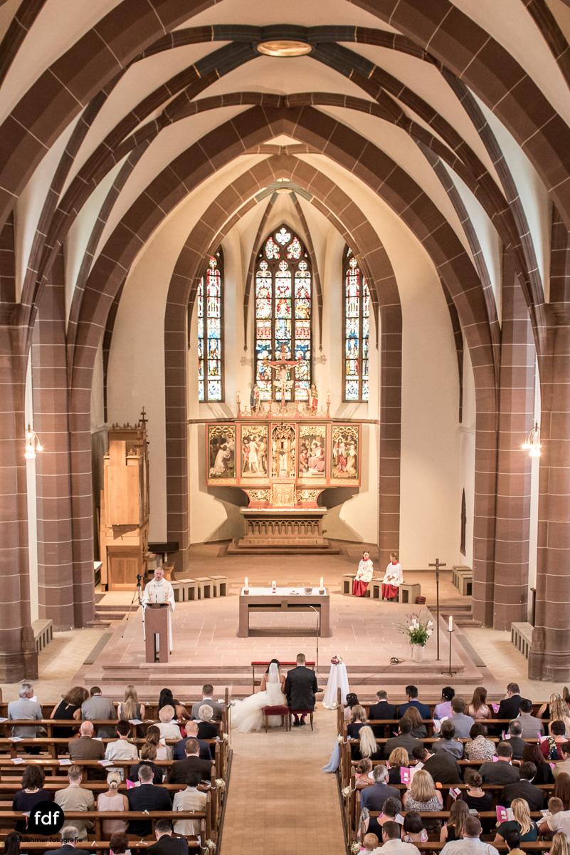 Hochzeit-S&J-Der-Tag-Kirche-Brautkleid-Wedding-7.JPG