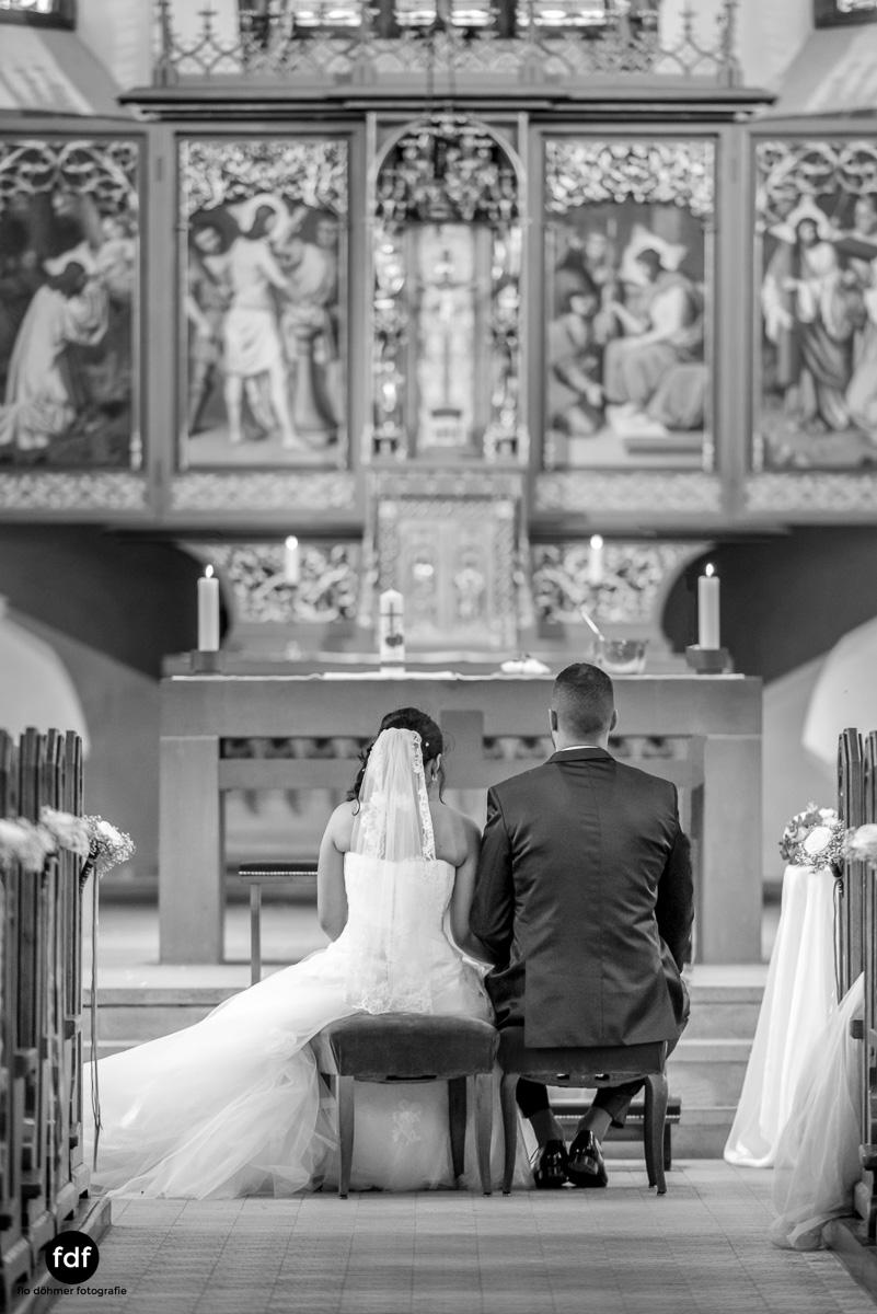 Hochzeit-S&J-Der-Tag-Kirche-Brautkleid-Wedding-16.JPG