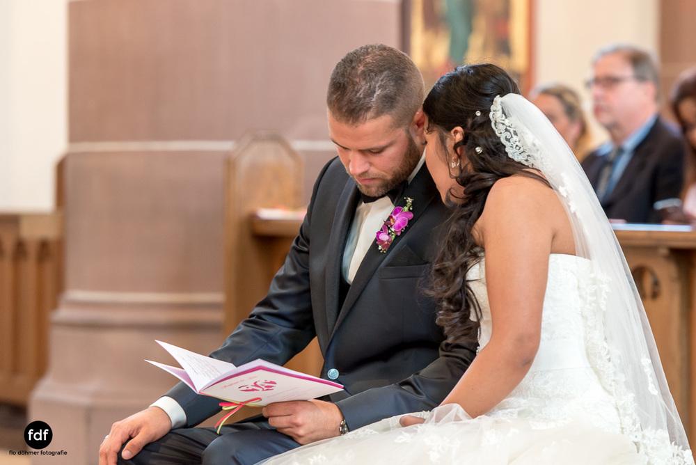 Hochzeit-S&J-Der-Tag-Kirche-Brautkleid-Wedding-22.JPG