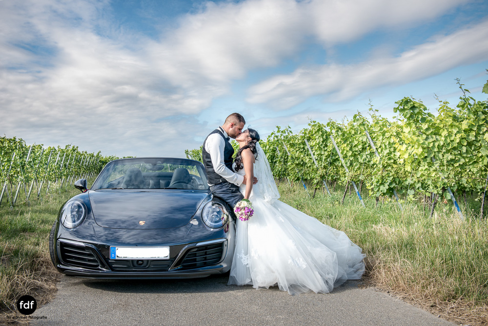 Hochzeit-S&J-Shooting-Porsche-911-Portraits-Brautkleid-Wedding-7.JPG