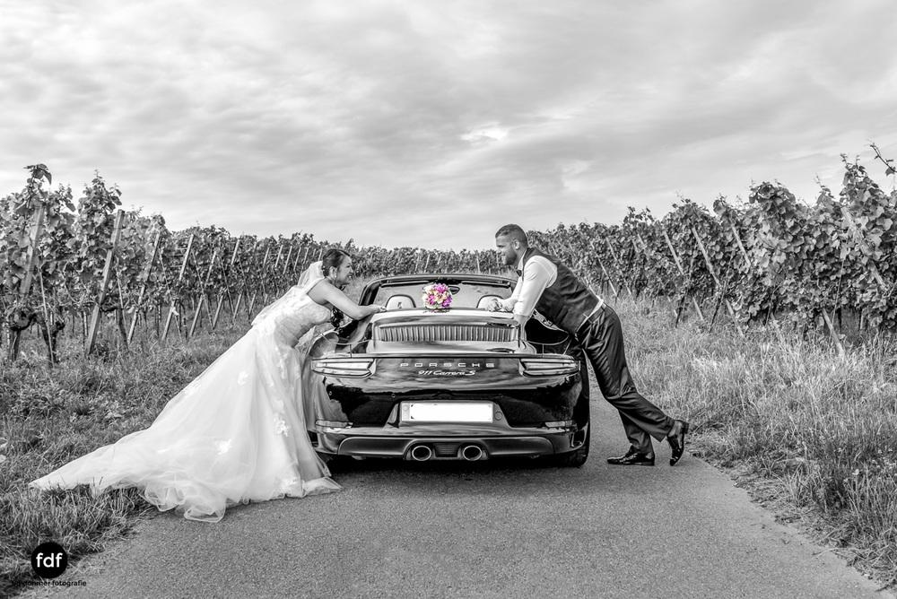 Hochzeit-S&J-Shooting-Porsche-911-Portraits-Brautkleid-Wedding-17.JPG