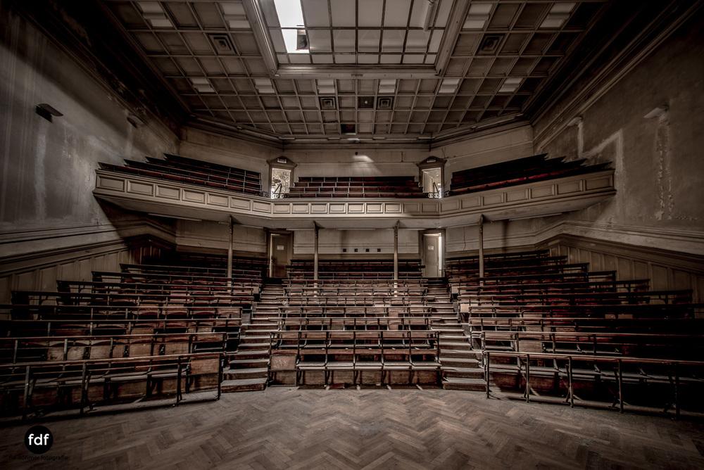 Pritzer-Fac-Fakultät-Uni-Auditorium-Lost-Place-Belgien-76.JPG