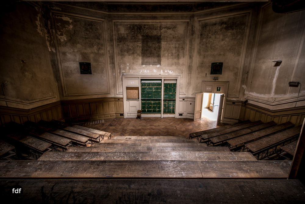 Pritzer-Fac-Fakultät-Uni-Auditorium-Lost-Place-Belgien-69.JPG