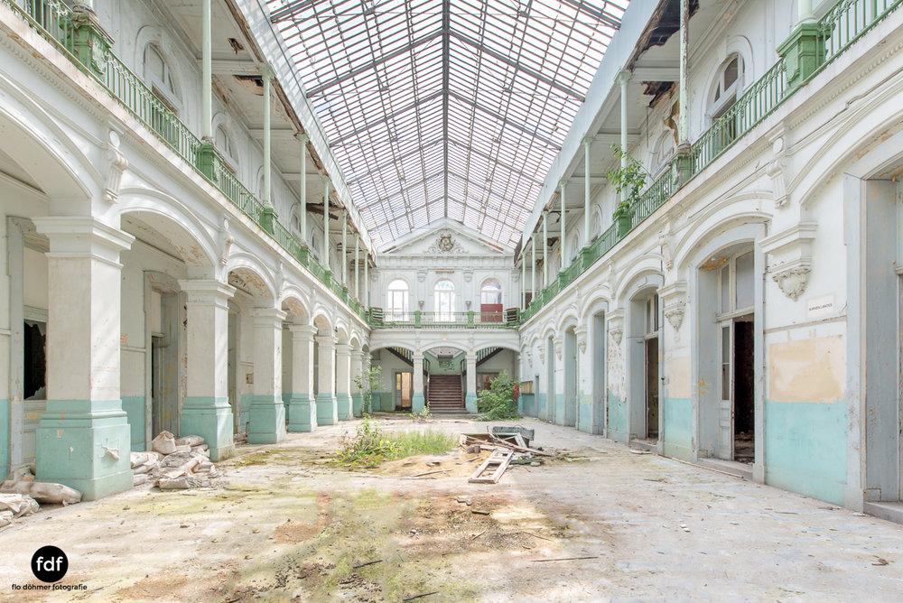 Lycee-V-Schule-Lost-Place-Belgien-.JPG