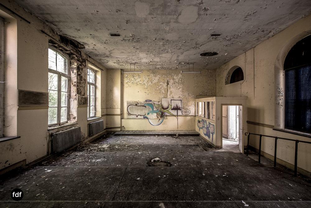 Lycee-V-Schule-Lost-Place-Belgien-34.JPG