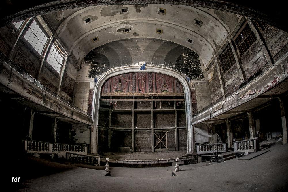 Theater-V-Kino-Cinema-Lost-Place-Belgien--3.JPG