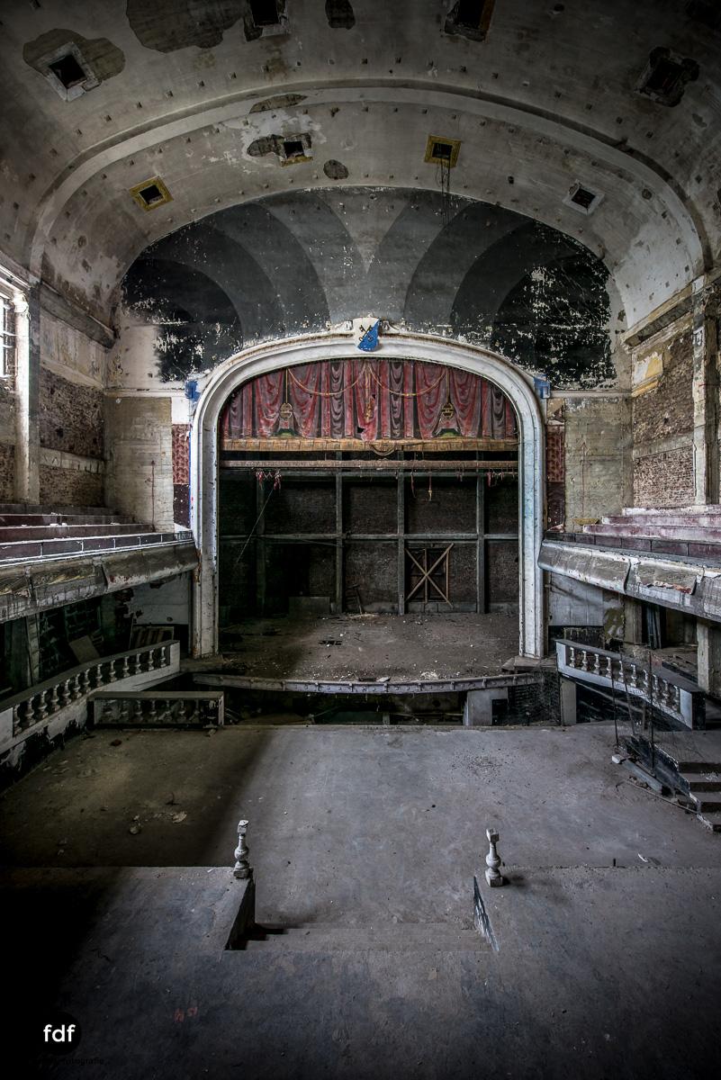 Theater-V-Kino-Cinema-Lost-Place-Belgien--2.JPG