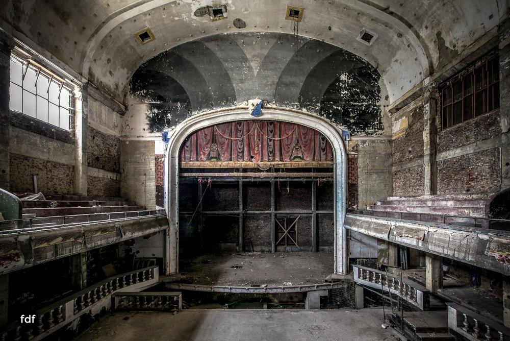 Theater-V-Kino-Cinema-Lost-Place-Belgien--5.JPG