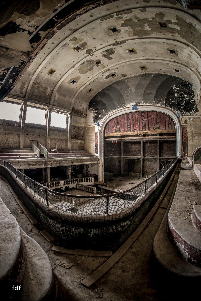 Theater-V-Kino-Cinema-Lost-Place-Belgien--7.JPG