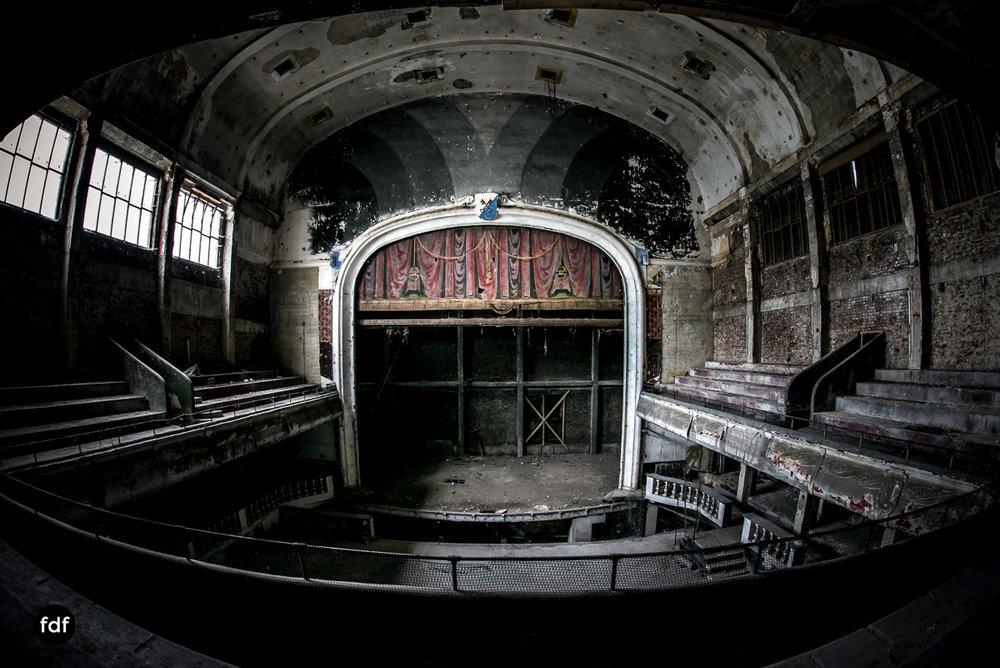 Theater-V-Kino-Cinema-Lost-Place-Belgien-.JPG