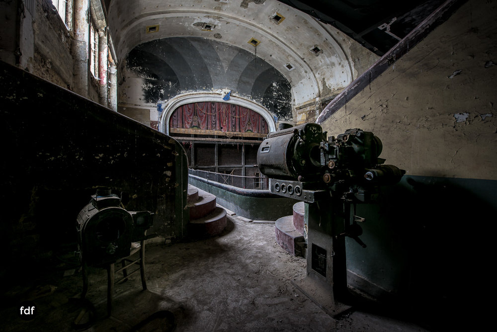 Theater-V-Kino-Cinema-Lost-Place-Belgien-42.JPG