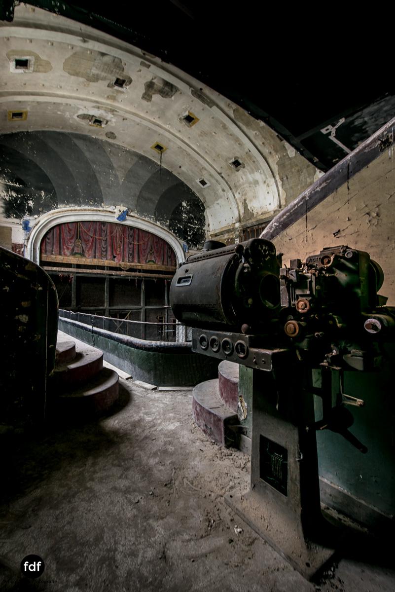 Theater-V-Kino-Cinema-Lost-Place-Belgien-48.JPG