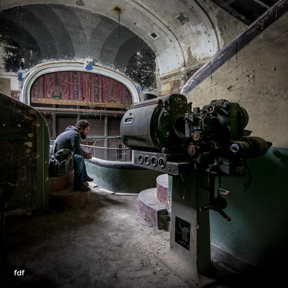 Theater-V-Kino-Cinema-Lost-Place-Belgien-46.JPG