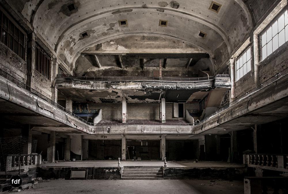 Theater-V-Kino-Cinema-Lost-Place-Belgien-79-2.JPG