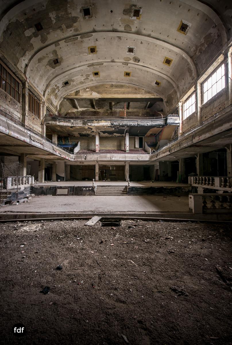 Theater-V-Kino-Cinema-Lost-Place-Belgien-79.JPG