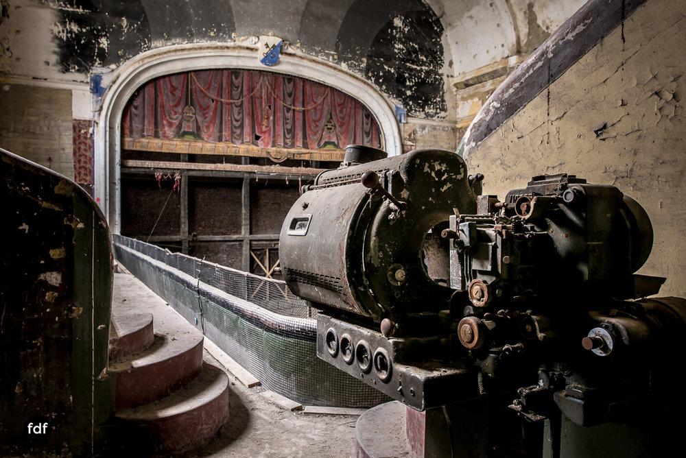 Theater-V-Kino-Cinema-Lost-Place-Belgien-93.JPG