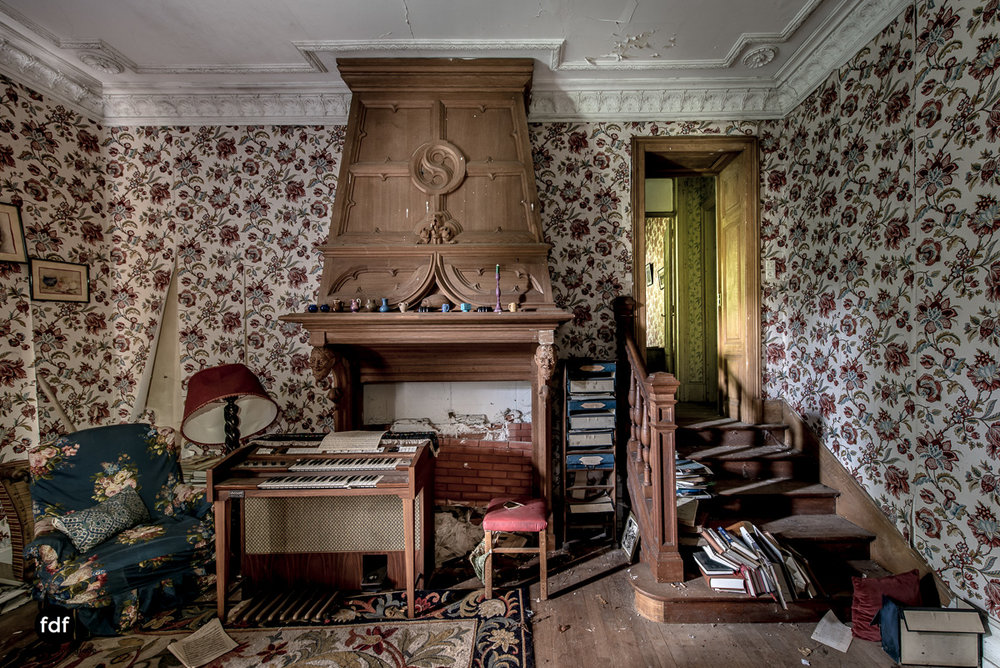 Manoir du Professeur-Herrenhaus-Lost Place-Urbex-Frankreich-43.JPG