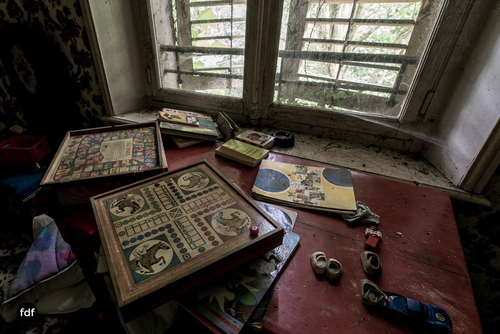 Manoir du Professeur-Herrenhaus-Lost Place-Urbex-Frankreich-64.JPG