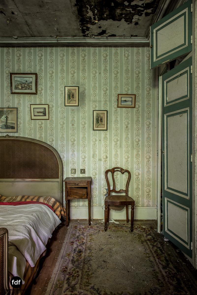 Manoir du Professeur-Herrenhaus-Lost Place-Urbex-Frankreich-98.JPG