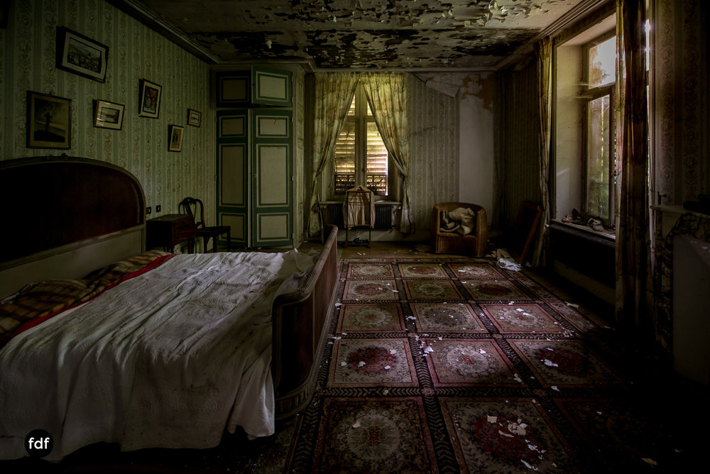 Manoir du Professeur-Herrenhaus-Lost Place-Urbex-Frankreich-103.JPG