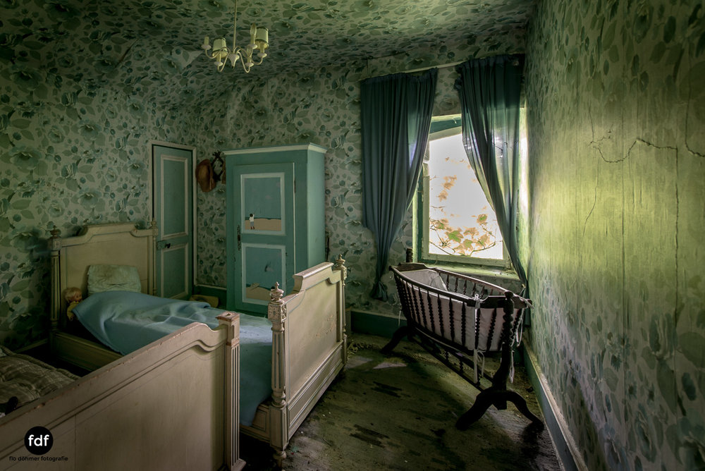 Manoir du Professeur-Herrenhaus-Lost Place-Urbex-Frankreich-122.JPG
