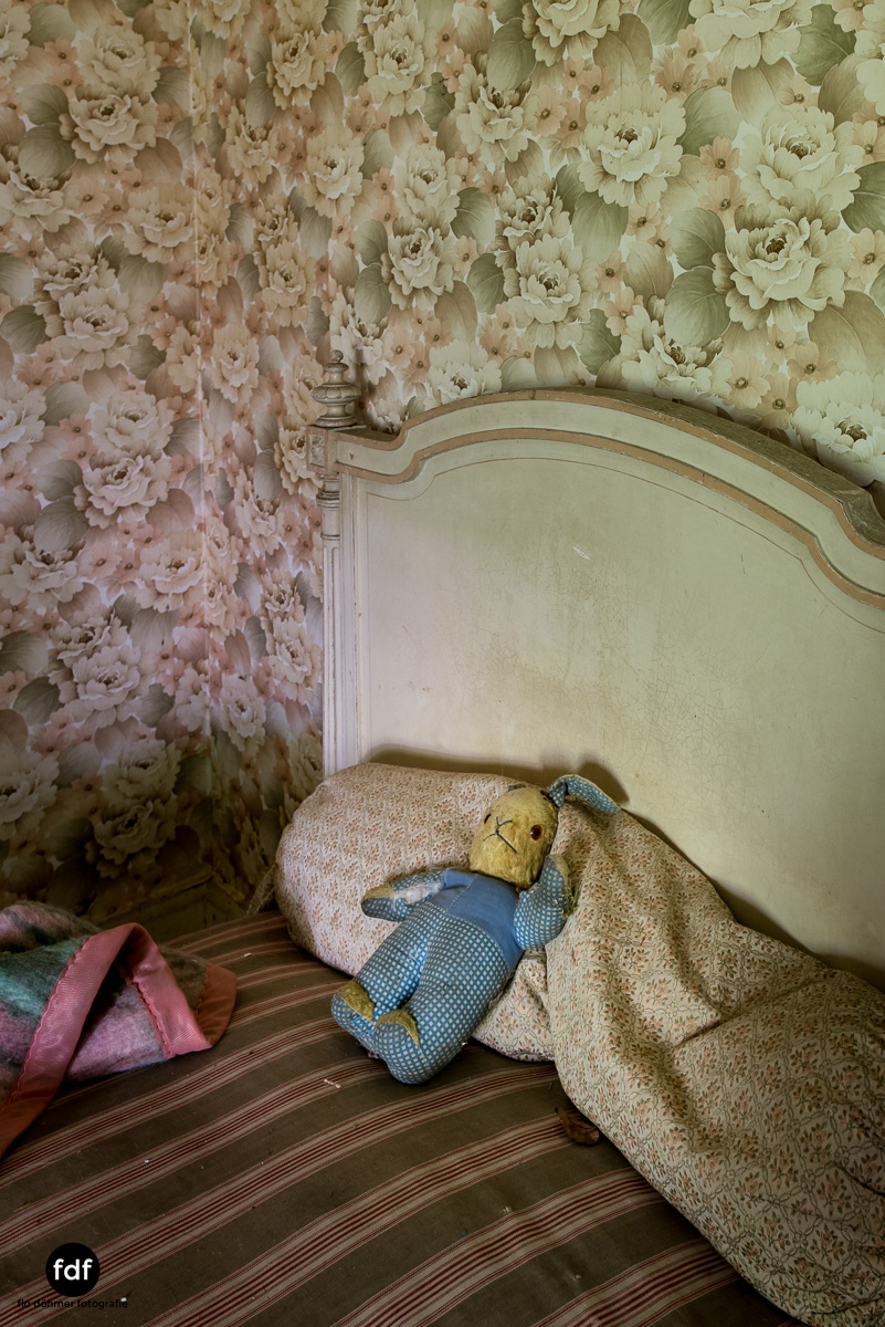 Manoir du Professeur-Herrenhaus-Lost Place-Urbex-Frankreich-131.JPG