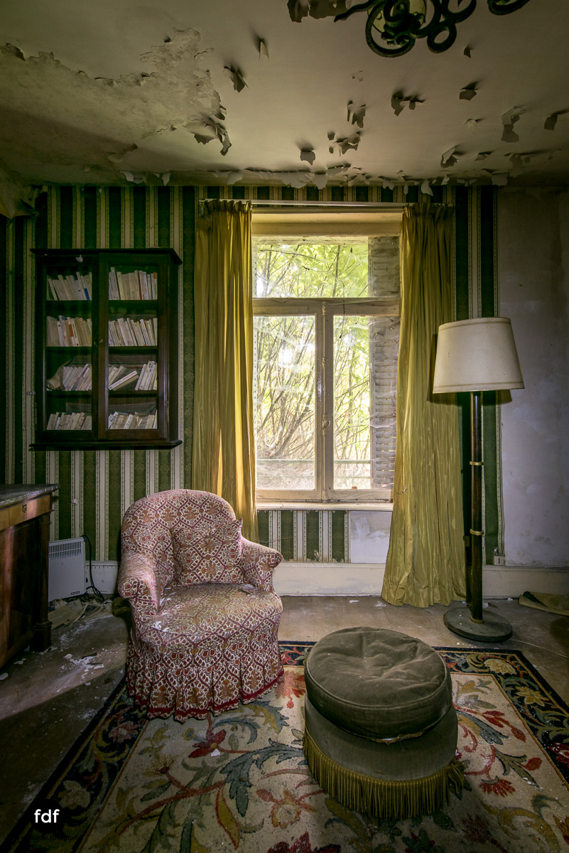 Manoir du Professeur-Herrenhaus-Lost Place-Urbex-Frankreich-152.JPG