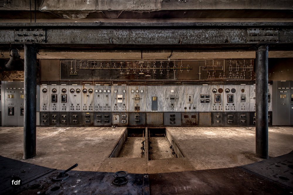 Alienworks-Kraftwerk-Lost-Place-Urbex-Frankreich--13.JPG