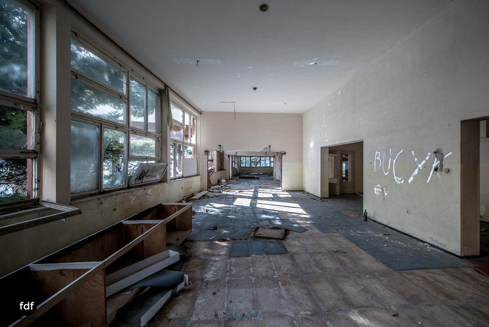 Kinder-Gesundheitszentrum-Volksarmee-Meer-Lost-Place-Kroatien-74.JPG
