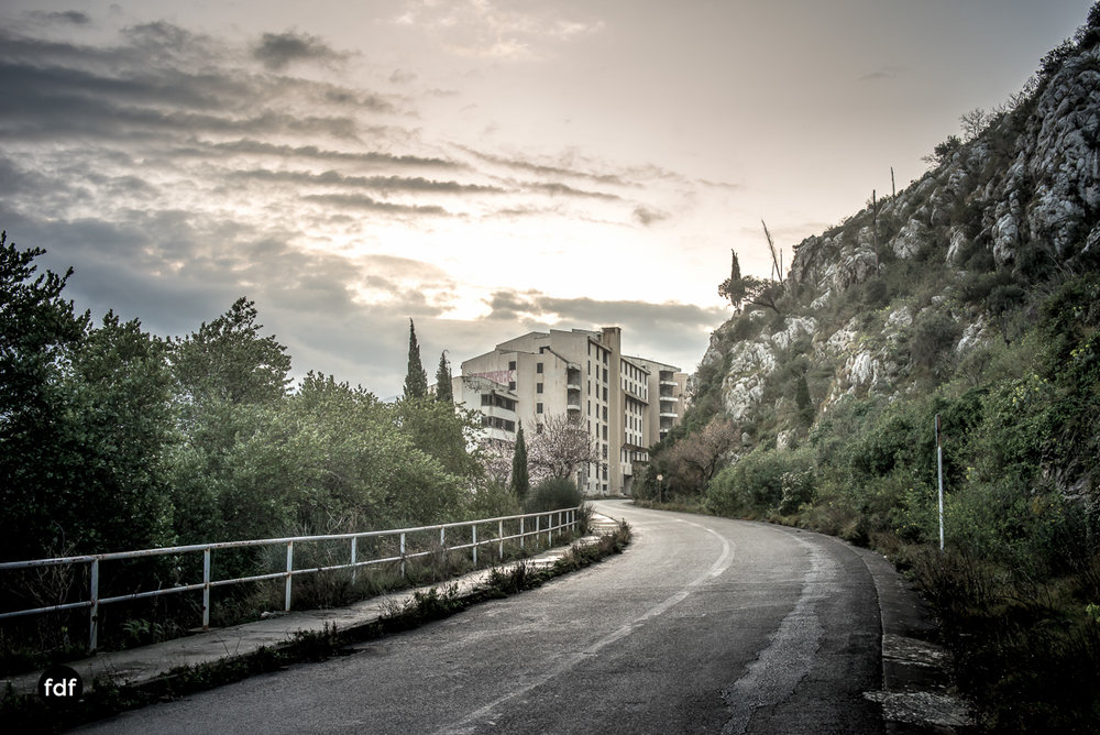 Hotel-Ruine-Bucht-Meer-Krieg-Lost-Place-Balkan-Kroatien-3.JPG