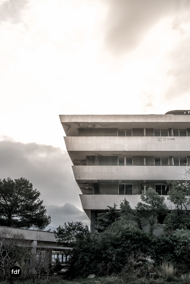Hotel-Ruine-Bucht-Meer-Krieg-Lost-Place-Balkan-Kroatien-59.JPG