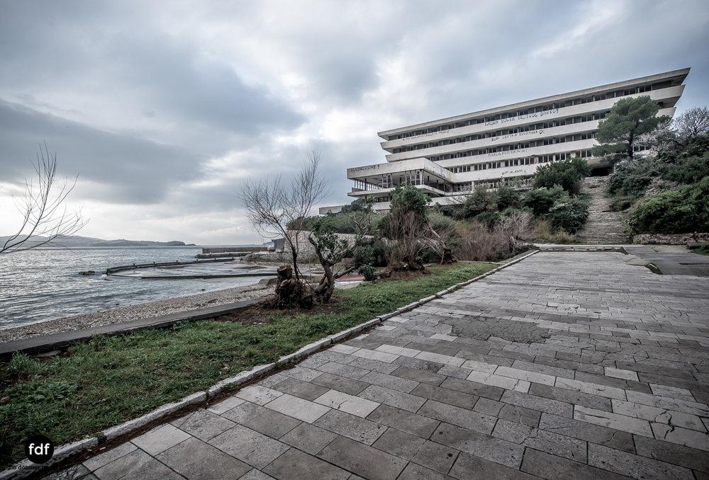 Hotel-Ruine-Bucht-Meer-Krieg-Lost-Place-Balkan-Kroatien-94.JPG