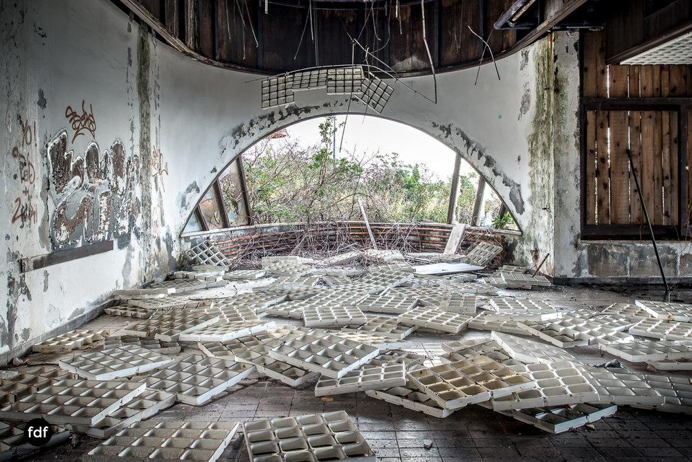 Hotel-Ruine-Bucht-Meer-Krieg-Lost-Place-Balkan-Kroatien-133.JPG