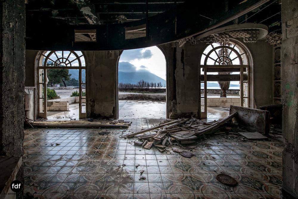 Hotel-Ruine-Bucht-Meer-Krieg-Lost-Place-Balkan-Kroatien-152.JPG