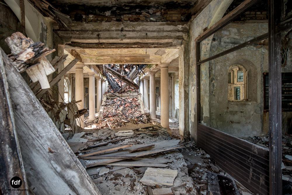 Hotel-Ruine-Bucht-Meer-Krieg-Lost-Place-Balkan-Kroatien-191.JPG