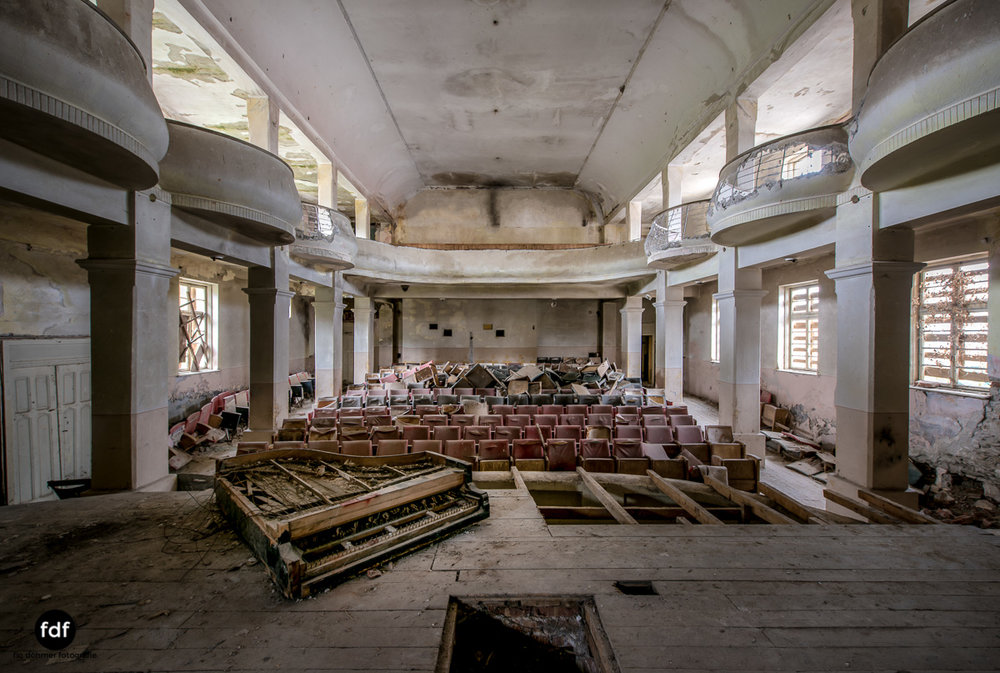Das weisse Piano Theater Lost Place-6.JPG