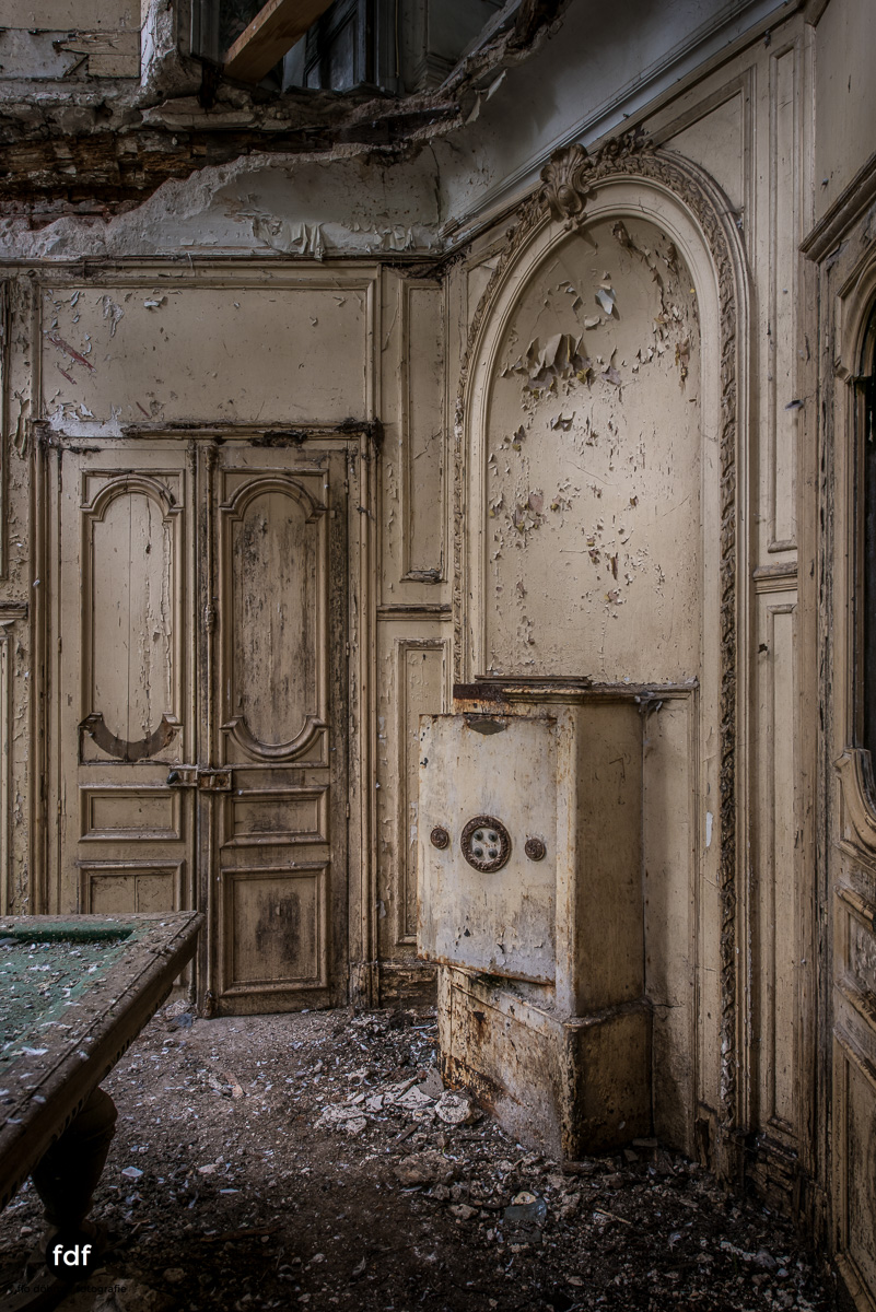 Chareau Verdure Lost Place Frankreich-51.JPG