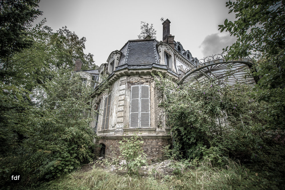 Chareau Verdure Lost Place Frankreich-64.JPG