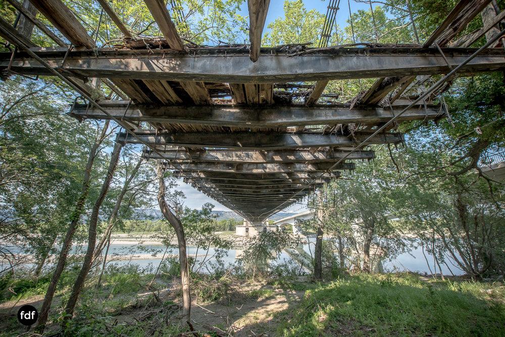 Woodbridge Brücke Provence Verfall Lost Place-30.JPG