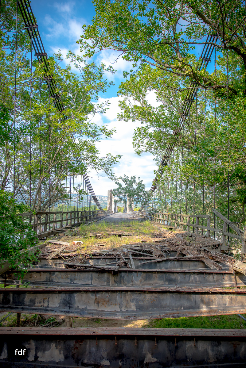 Woodbridge Brücke Provence Verfall Lost Place-37.JPG